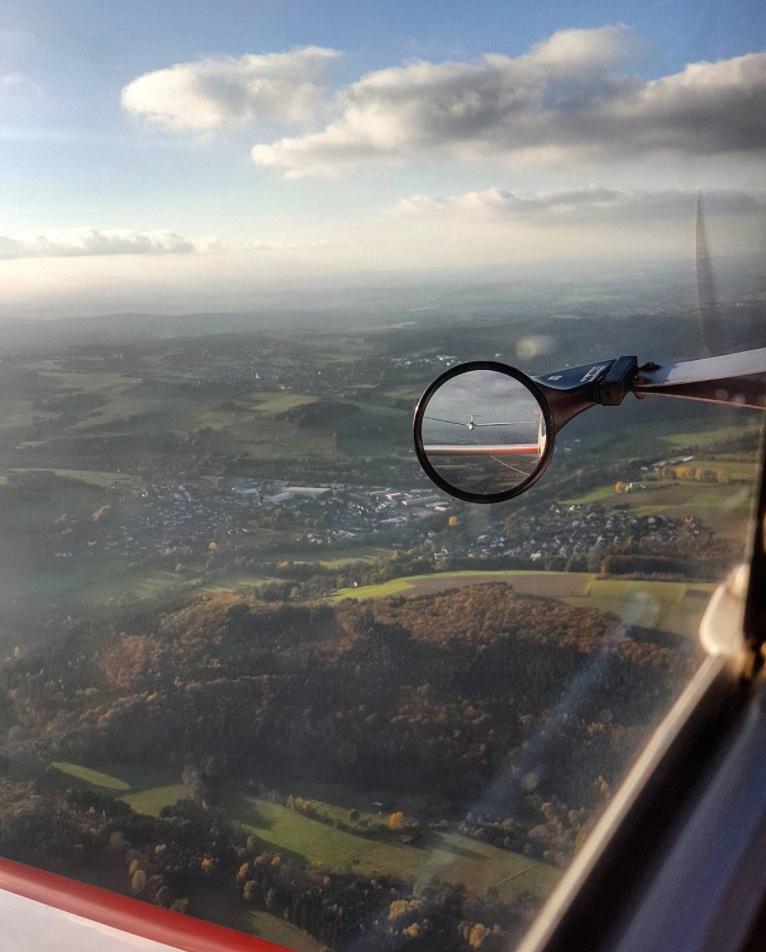 INSTAGRAM: Zulugolfalpha_ DR400 Robin Aircraft Remorqueur